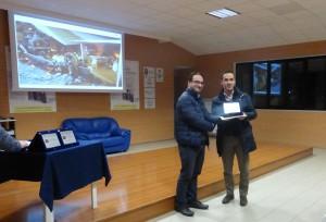 Il terzo classificato Luciano Carriero, premiato dal Presidente della Pro Loco Vito Filippi