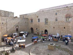 Il cortile del Castello di Lagopesole durante una manifestazione